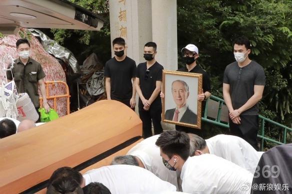 """""""赌王""""何鸿燊正式下葬距离去世已经过去一年"""